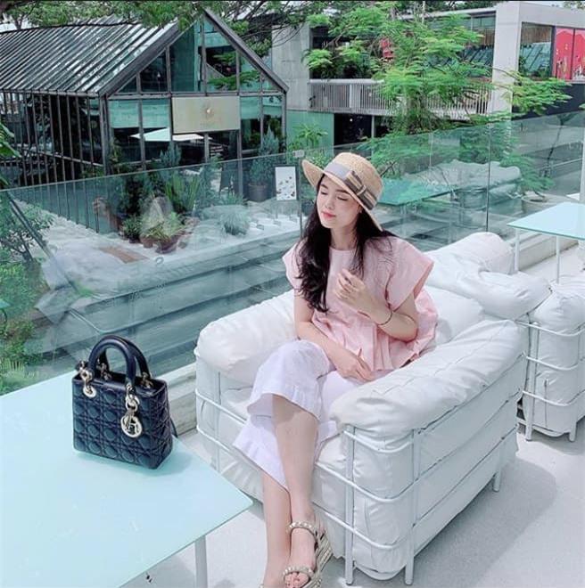 Quỳnh Anh mua hàng hiệu 3