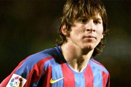 Mới 16 tuổi, Messi đã khiến sao Milan chạy 'mất dép'