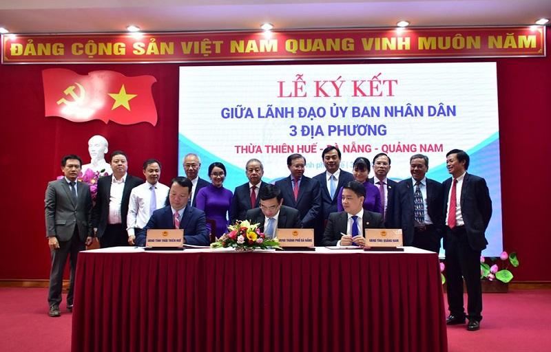 Phó Chủ tịch UBND 3 tỉnh, thành Thừa Thiên Huế - Đà Nẵng – Quảng Nam ký kết và công bố chương trình liên kết hành động phục hồi và phát triển du lịch ba địa phương.