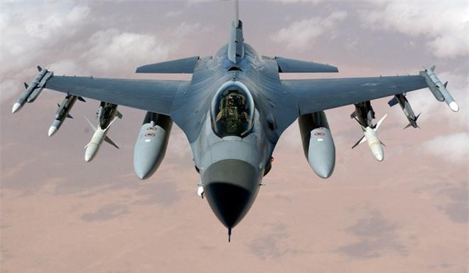 F-16 dư sức làm xấu mặt Su-35: Vì sao Mỹ không hành động khi bị Nga đánh chặn nguy hiểm? - Ảnh 2.