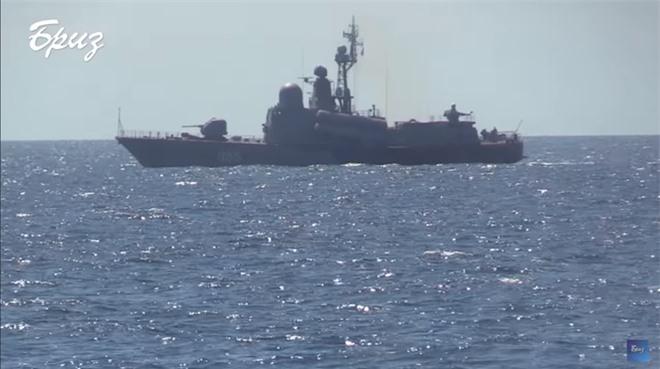 Mang tàu Mỹ ra dọa chiến hạm Nga trên Biển Đen, Ukraine điếc không sợ súng? - Ảnh 2.
