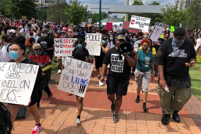 Mỹ: Nhiều nơi áp lệnh giới nghiêm, huy động quân đội đối phó biểu tình - 2