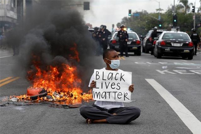 Mỹ: Nhiều nơi áp lệnh giới nghiêm, huy động quân đội đối phó biểu tình - 4