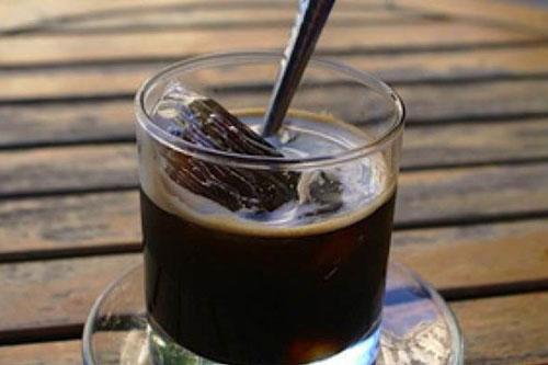 Uống cà phê đen: Cà phê chứa rất nhiều chất chống oxy hóa giúp tăng cường hoạt động trao đổi chất và tăng tốc độ đốt mỡ thừa từ 10-29%.