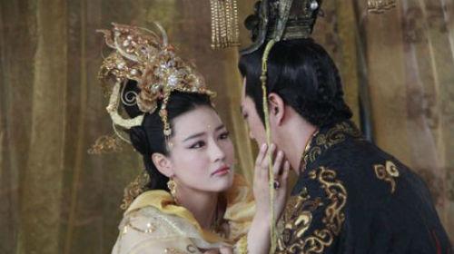 Những bà hoàng nhan sắc tuyệt trần, khiến đàn ông mê mệt vì kĩ năng ân ái