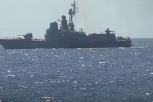 Hải quân Ukraine cho biết một tàu chiến Nga đã bị cháy trên biển Đen. Ảnh: