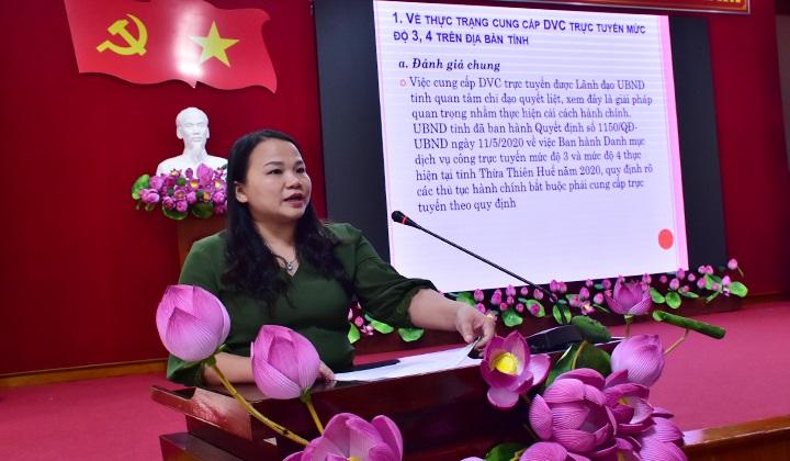 Chánh Văn phòng UBND tỉnh Thừa Thiên Huế Trần Thị Hoài Trâm báo cáo thực trạng và đánh giá kết quả triển khai DVCTT