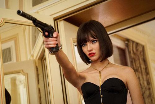 Sasha Luss: Tham gia phim khá muộn, đả nữ 28 tuổi chỉ có vỏn vẹn 4 năm kinh nghiệm tại Hollywood. Tuy nhiên, cô đã kịp tạo dấu ấn với khán giả trong phim hành động Anna (2019). Ngôi sao người Nga đã thể hiện thành công vai gián điệp có cảm xúc đa chiều và tâm lý phức tạp. Phân cảnh hành động cũng được cô biểu diễn khá mãn nhãn.