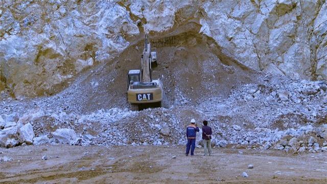 Tai nạn nghiêm trọng tại mỏ đá, 2 người tử vong, 1 người mất tích - Ảnh 2.