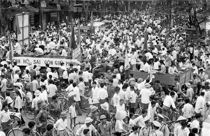 Nhân dân các vùng ven Sài Gòn tham gia đấu tranh chính trị-vũ trang góp phần to lớn vào thắng lợi của chiến dịch Hồ Chí Minh. (Nguồn: TTXVN)
