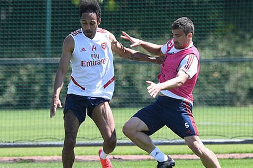 Arsenal quyết giữ chân Aubameyang bằng đề nghị hấp dẫn