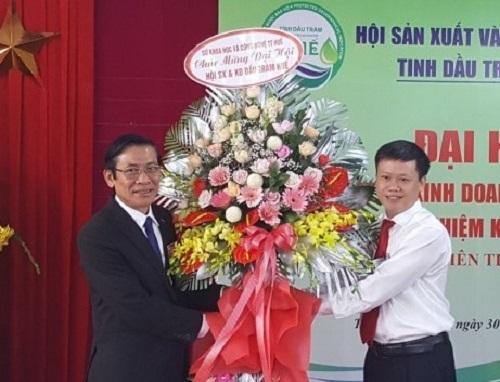Giám đốc Dầu tràm Kim Vui là Chủ tịch Hội Sản xuất và Kinh doanh dầu tràm Huế
