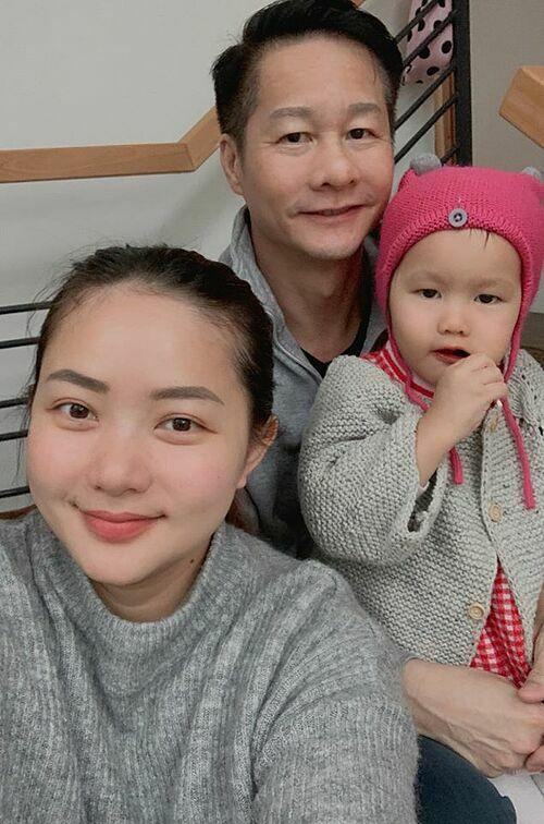 Phan Như Thảo hạnh phúc bên chồng và con gái.