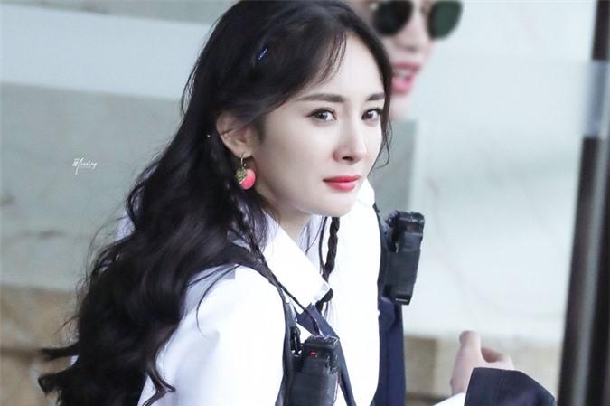 Dương Mịch xinh đẹp đi quay show giữa chỉ trích thờ ơ với con gái, Đặng Luân xuất hiện cực điển trai - Ảnh 3.