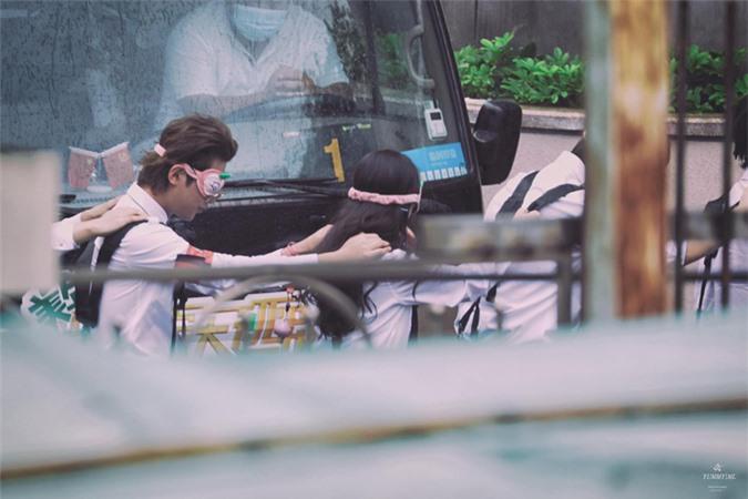 Dương Mịch xinh đẹp đi quay show giữa chỉ trích thờ ơ với con gái, Đặng Luân xuất hiện cực điển trai - Ảnh 6.