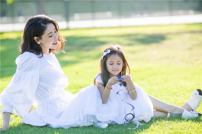 Hoa hậu Hà Kiều Anh đăng loạt ảnh tuyệt đẹp khi cùng 3 con về Mỹ thăm bà ngoại 8