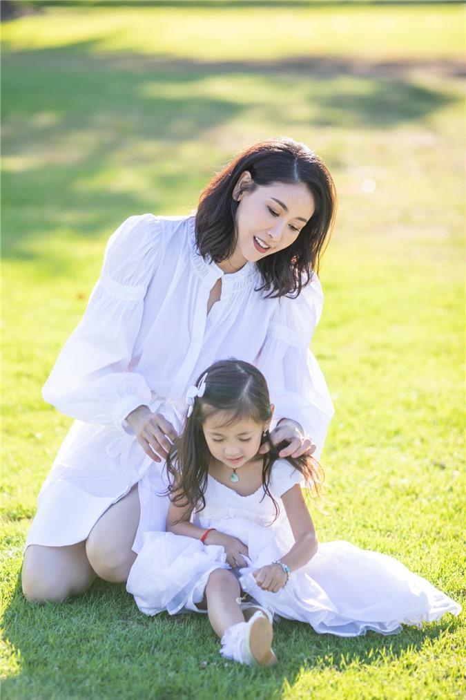 Hoa hậu Hà Kiều Anh đăng loạt ảnh tuyệt đẹp khi cùng 3 con về Mỹ thăm bà ngoại 7