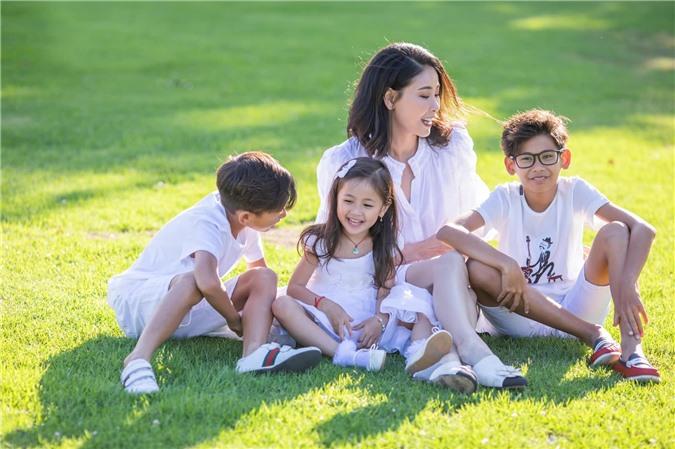 Hoa hậu Hà Kiều Anh đăng loạt ảnh tuyệt đẹp khi cùng 3 con về Mỹ thăm bà ngoại 3