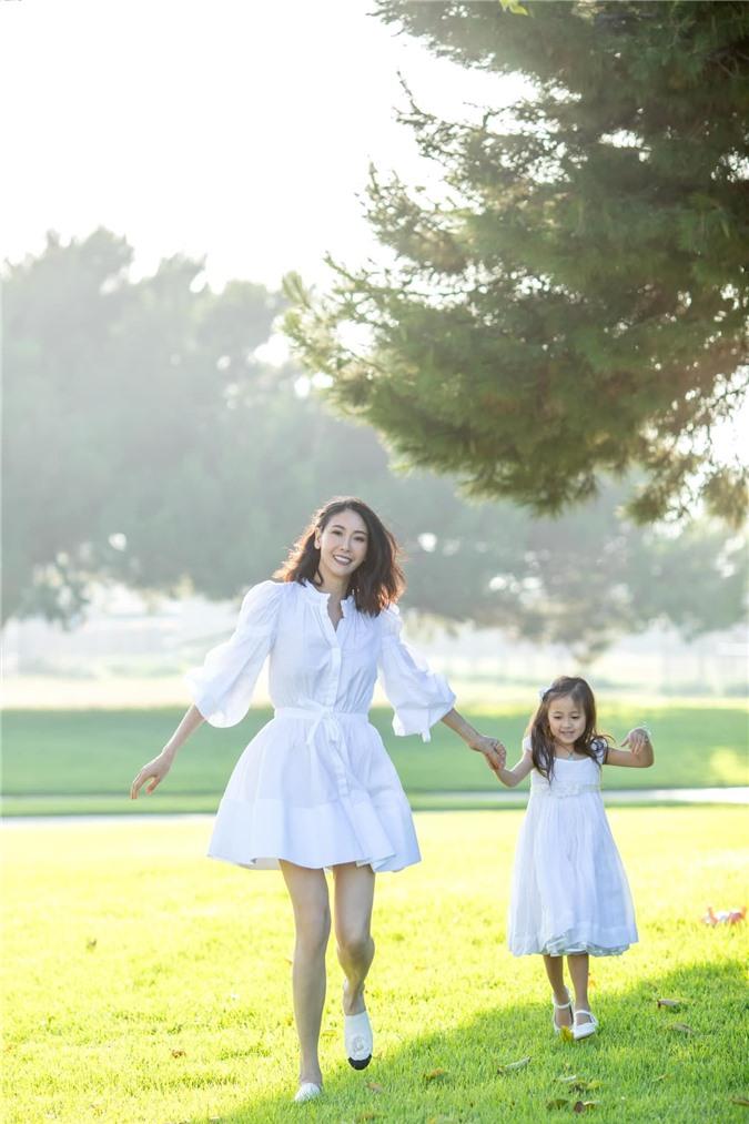 Hoa hậu Hà Kiều Anh đăng loạt ảnh tuyệt đẹp khi cùng 3 con về Mỹ thăm bà ngoại 2