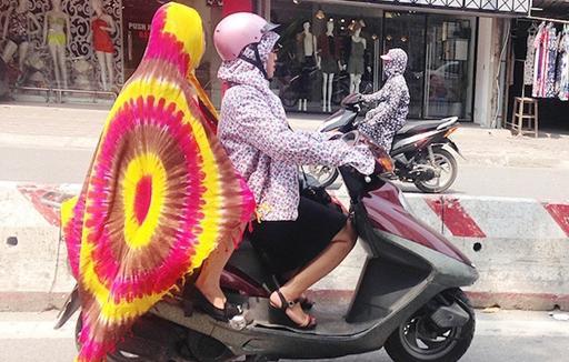 """Phạm Băng Băng chắc cũng phải """"ngả nón"""" trước cách chống nắng của chị em Việt"""