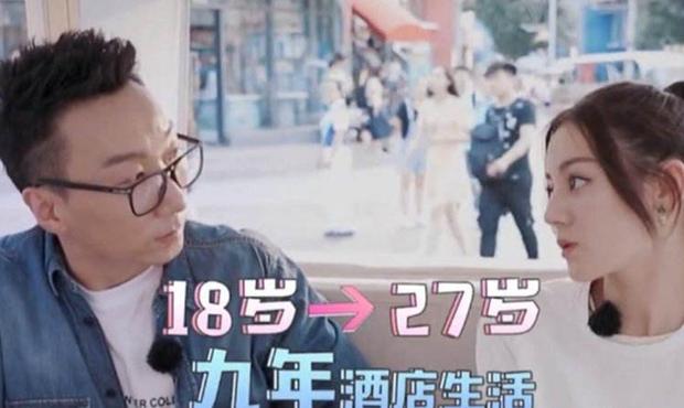Suốt 9 năm qua, Địch Lệ Nhiệt Ba vẫn sống trong khách sạn, chưa có nhà riêng – Ảnh: Internet