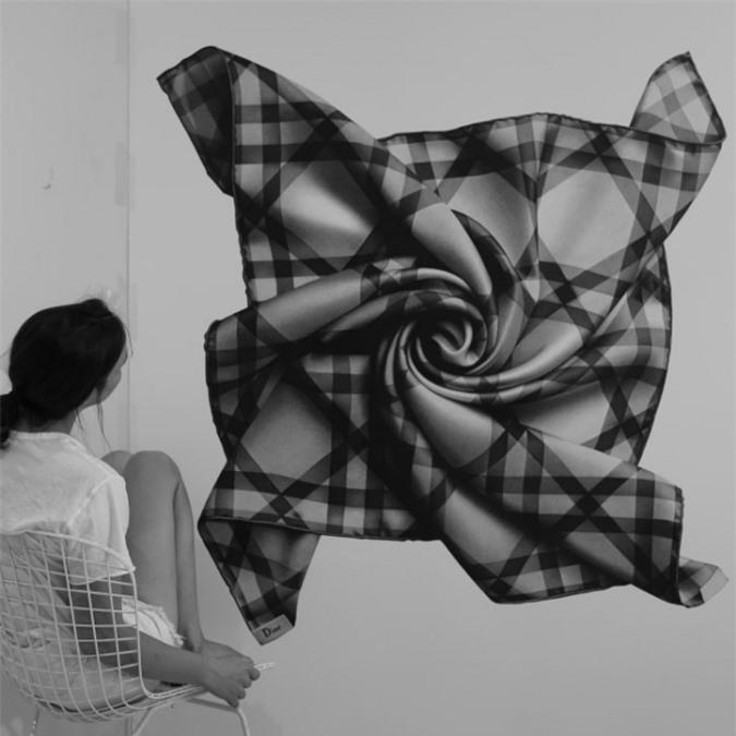 Một bức vẽ chiếc khăn quàng của hãng Dior của Cj Hendry (Ảnh: Courtesy of Cj Hendry).