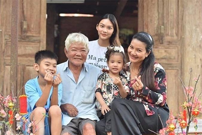 Khoảnh khắc bình yên của Kiều Trinh bên gia đình.