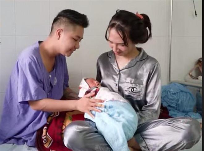 Cuộc sống vợ chồng 'người đàn ông đầu tiên ở Việt Nam mang bầu' sau khi sinh con ra sao? 3