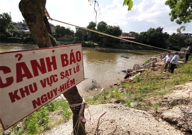 Hà Nội công bố tình trạng khẩn cấp sạt lở trên sông Bùi, sông Đáy - Ảnh 2.