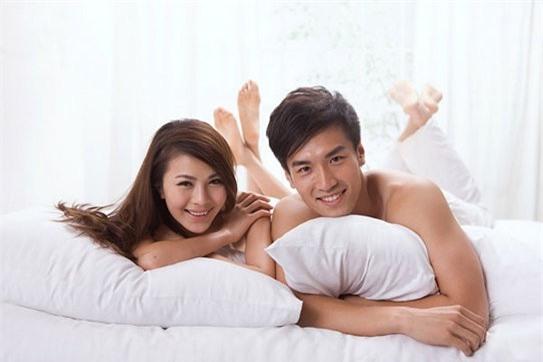 """Những đôi vợ chồng hạnh phúc sẽ có phút giây cực kì """"mạnh bạo"""" khi gửi cho nhau những tin nhắn """"ướt át"""" liên quan đến… chuyện ấy. (Ảnh minh họa)"""
