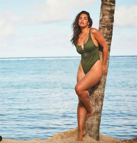 Vẻ đàn bà quyến rũ của mẫu ngoại cỡ Lorena Duran khiến cánh mày râu 'chao đảo' - ảnh 7
