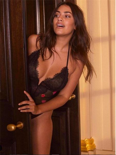 Vẻ đàn bà quyến rũ của mẫu ngoại cỡ Lorena Duran khiến cánh mày râu 'chao đảo' - ảnh 8