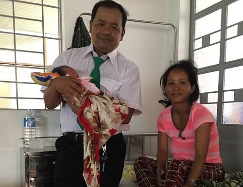 Em bé thứ 188 chào đời trên taxi Mai Linh