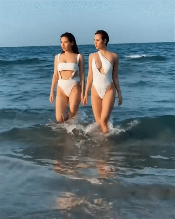 Kỷ niệm 7 năm tình bạn, Huyền Lizzie và Phanh Lee 'chặt chém' với đồ bơi siêu bạo - ảnh 1