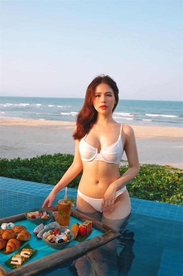 Kỷ niệm 7 năm tình bạn, Huyền Lizzie và Phanh Lee 'chặt chém' với đồ bơi siêu bạo - ảnh 6
