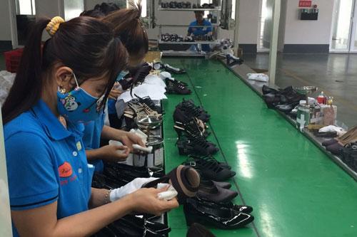 Nhiều doanh nghiệp da giày vẫn đang yếu công nghệ sản xuất và phải từng bước đáp ứng để hội nhập với EVFTA.