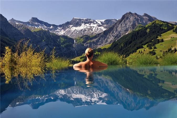 7 bể bơi nhân tạo đẹp, hút khách ảnh 09