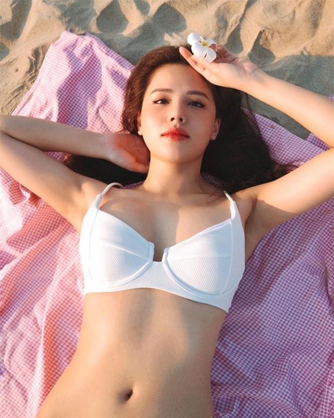 Dàn hot girl diện bikini, khoe dáng gợi cảm khi đi du lịch đầu hè ảnh 08