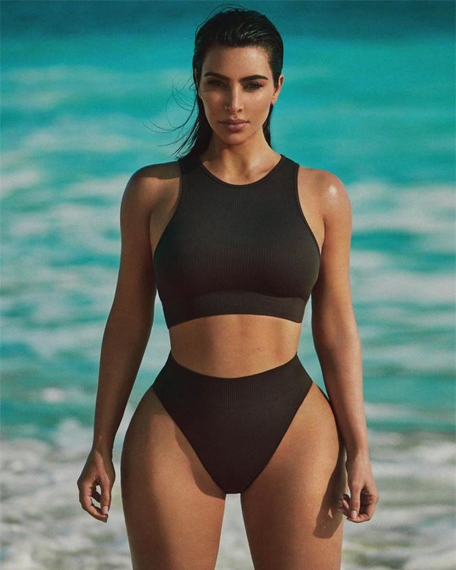 Kim Kardashian tung ảnh bikini ở biển khiến fan trầm trồ - ảnh 4
