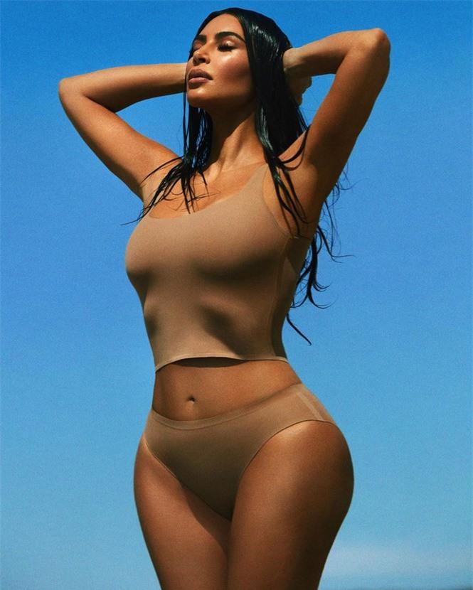 Kim Kardashian tung ảnh bikini ở biển khiến fan trầm trồ - ảnh 5