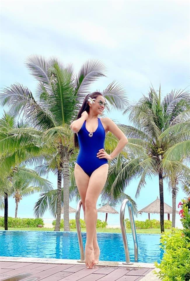 Thúy Hạnh bikini 1