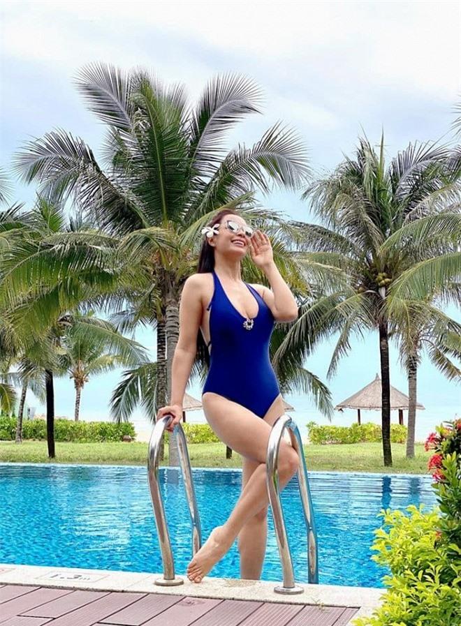 Thúy Hạnh bikini 2