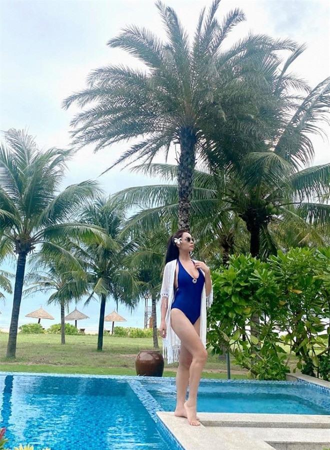 Thúy Hạnh bikini 3