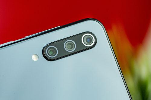 Xiaomi Mi 9 SE giảm giá 'sập sàn' tại Việt Nam