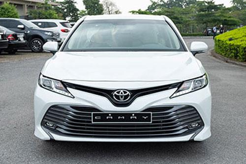 Giá lăn bánh Toyota Camry 2020 mới nhất tại VN, đối thủ của Honda Accord, Mazda 6