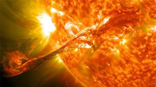 Năm 2030, một cơn bão mặt trời có thể là thảm họa đối với thế giới - 1