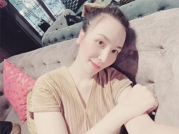 vợ Khắc Việt bầu 4 tháng 0