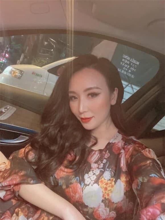 vợ Khắc Việt bầu 4 tháng 4