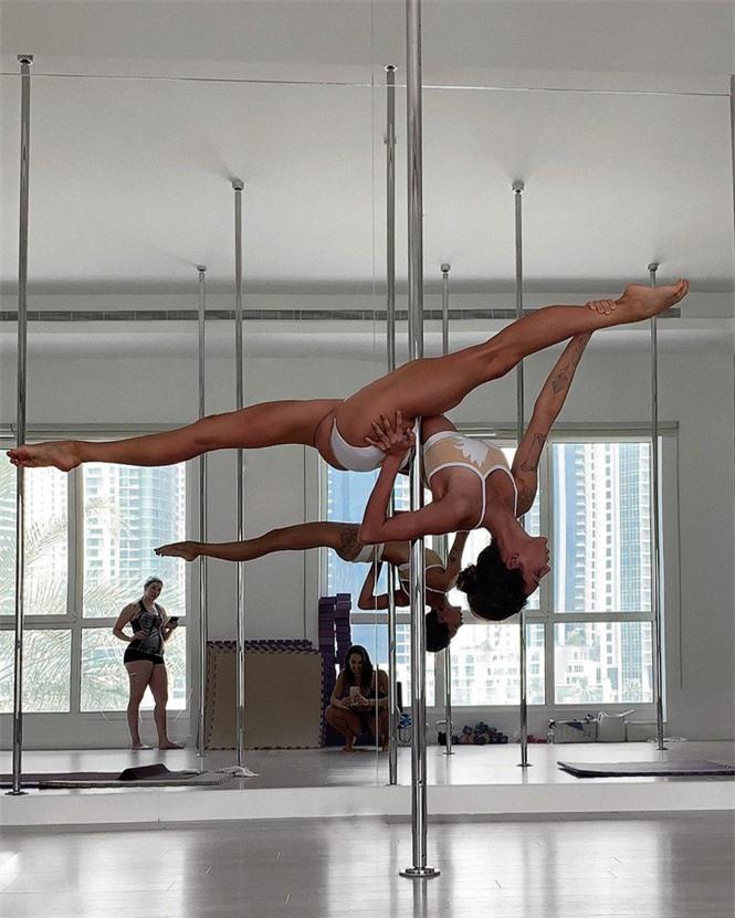 Mỹ nhân Nga thành 'hiện tượng mạng' nhờ đôi chân dài 1m20, body hoàn hảo - ảnh 14