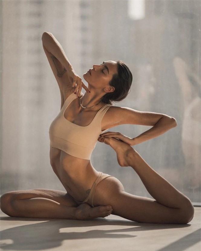 Mỹ nhân Nga thành 'hiện tượng mạng' nhờ đôi chân dài 1m20, body hoàn hảo - ảnh 7